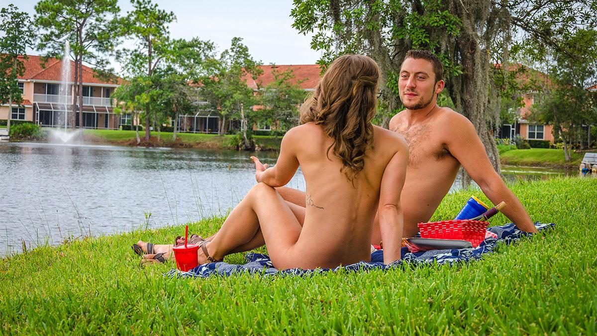 Descubre cómo es ser una agente inmobiliaria experta en casas para nudistas