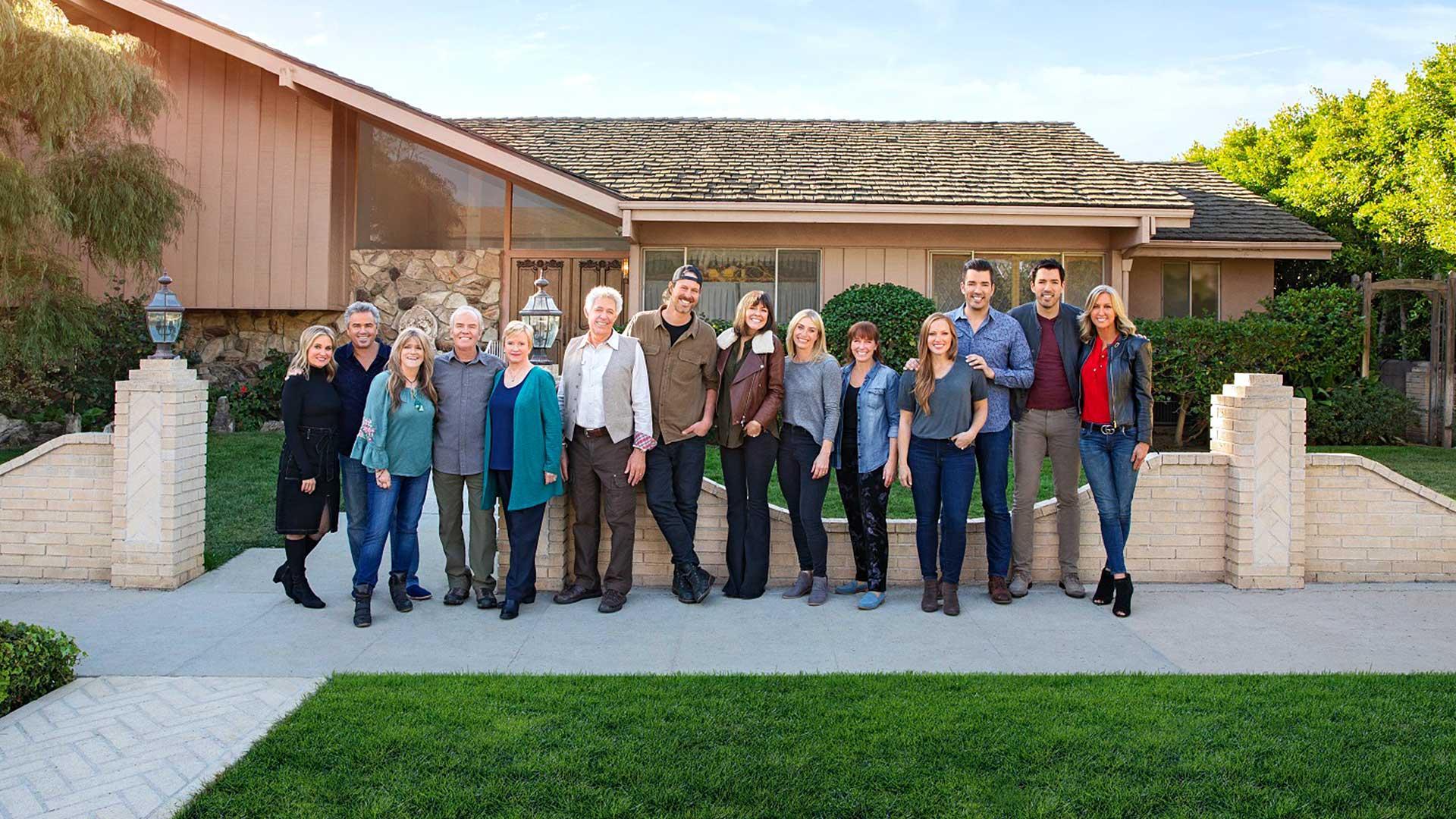 El mejor equipo de restauradores y decoradores de casas, encabezado por los hermanos Drew y Jonathan Scott, sorprenderá a los protagonistas de la serie