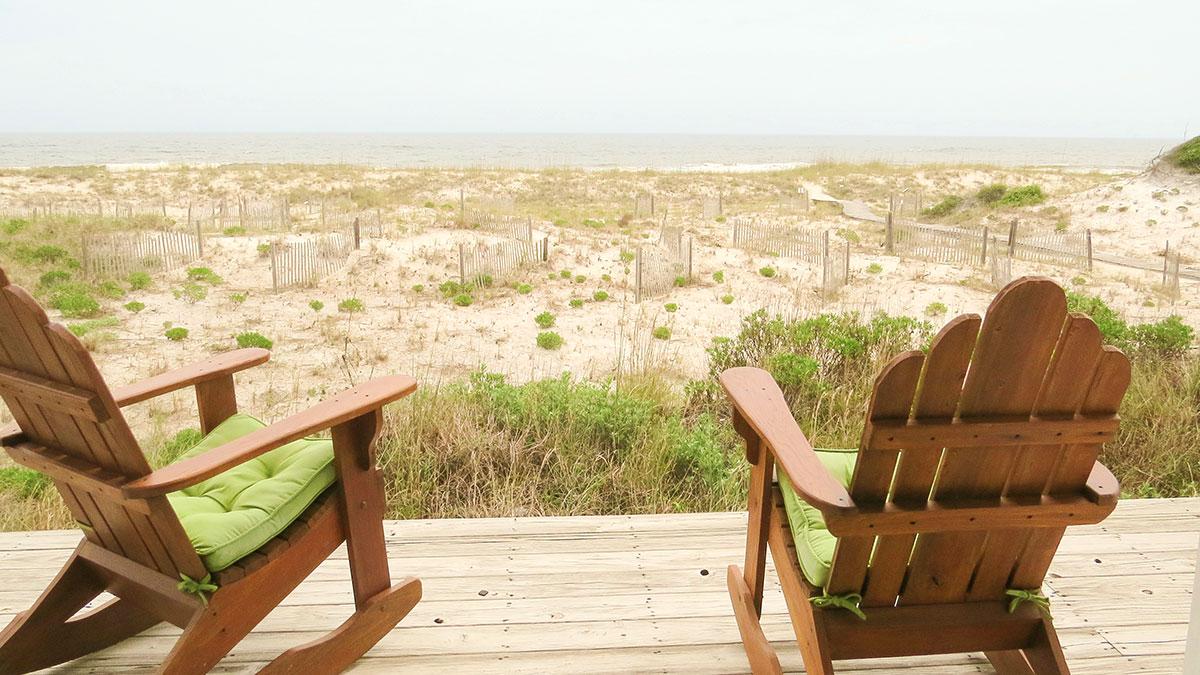 Nuestros protagonistas buscan las mejores propiedades en la playa