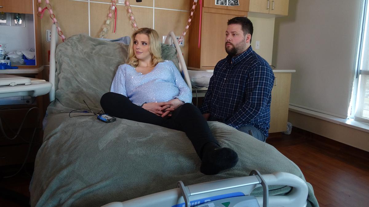 Tres parejas muy distintas  afrontan los radicales cambios que impone en sus vidas su primer embarazo.